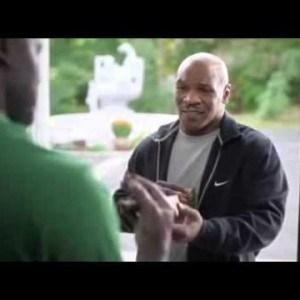 """Mike Tyson """"devuelve"""" la oreja de Evander Holyfield 3"""