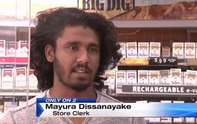 Ex-peleador de MMA evita un asalto en el estacionamiento de una tienda 1