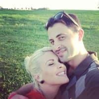 Cody Barbierri junto a su esposa Stephanie, quien se encuentra embarazada / Vine.com