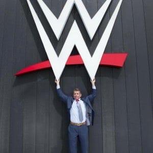 Vince McMahon presenta el nuevo Logo de WWE (15/08/2014) / Twitter.com/VinceMcMahon