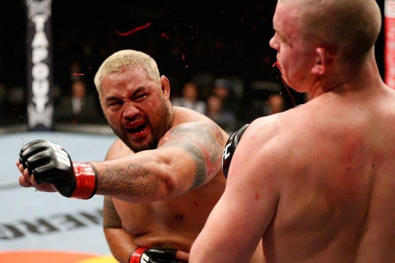 Mark Hunt reacciona a la multa y suspensión de Brock Lesnar — emprende medidas legales contra UFC 2