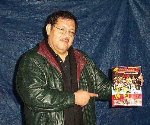 Antonio Peña con Súper Luchas / Foto de Rostro Oculto