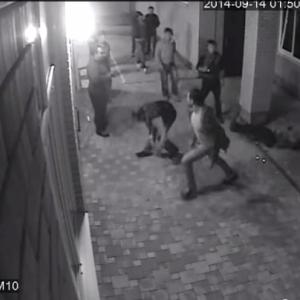 Vídeo: Boxeador Ruso noquea a tres pandilleros para defender a su esposa 8