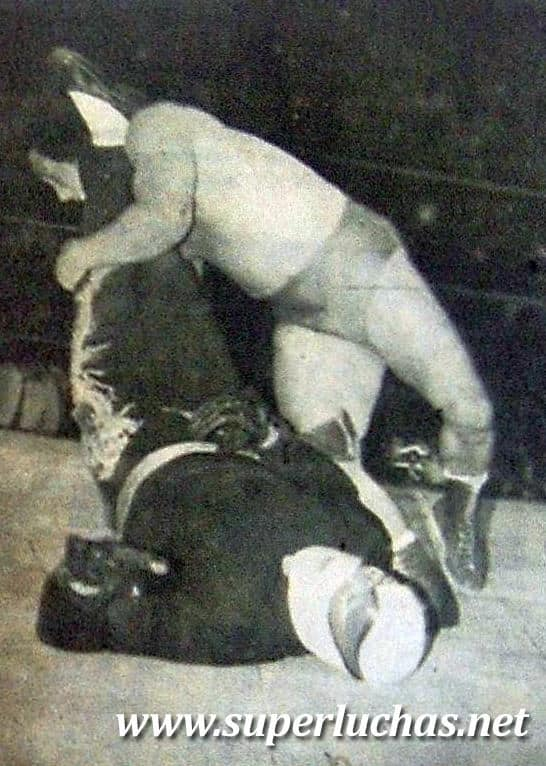 Kato Kung Lee vs. Gran Hamada (16 de diciembre de 1984).