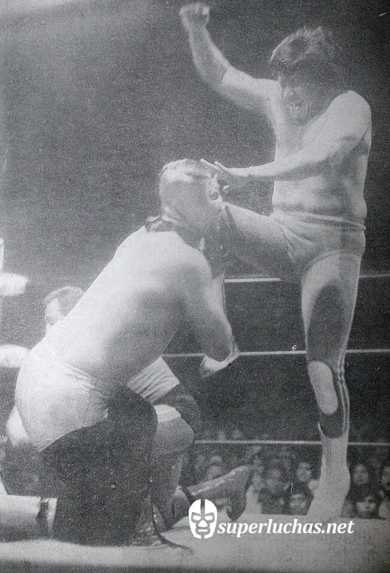Satánico vs. Cien Caras (20 de diciembre de 1977 ).