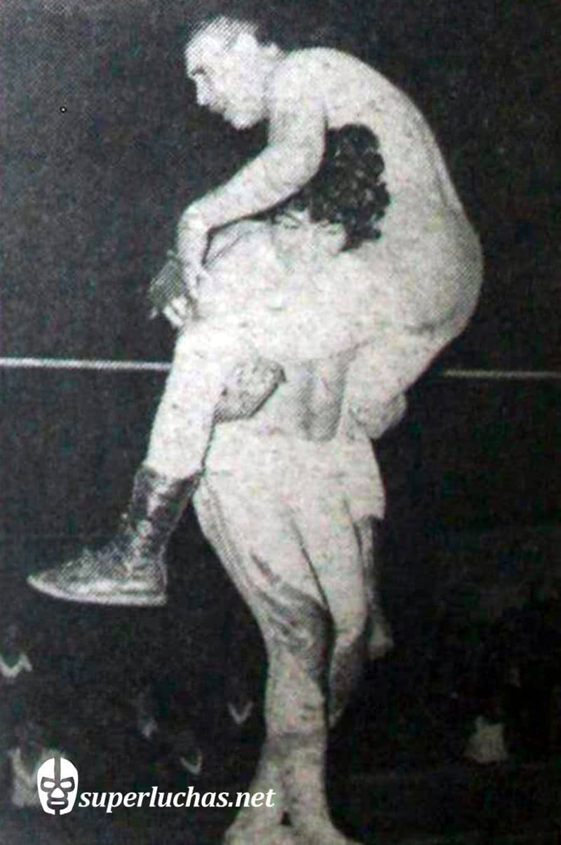 Danny Boy vs. El Húngaro (20 de diciembre de 1977 ).
