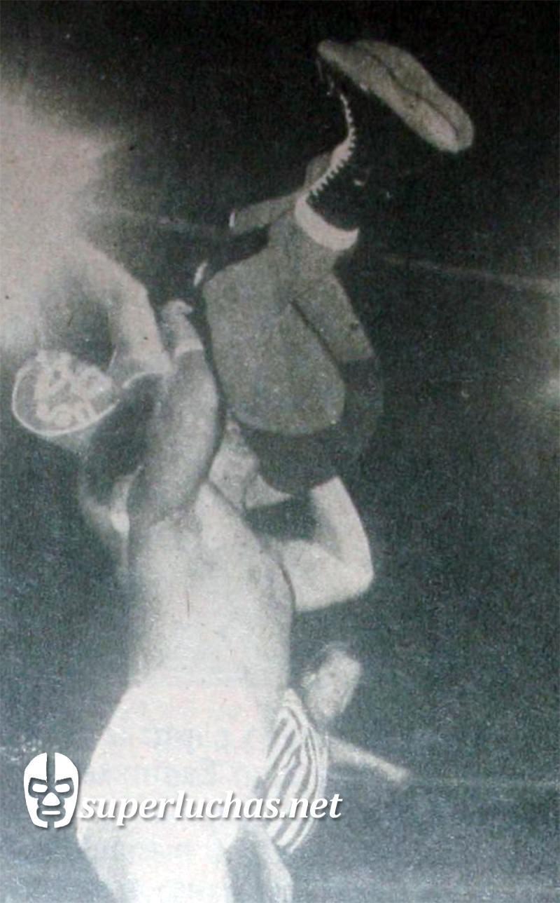 Huracán Ramírez vs. Negro Navarro
