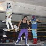 Máscara Sagrada Jr. comandando el triunfo técnico.