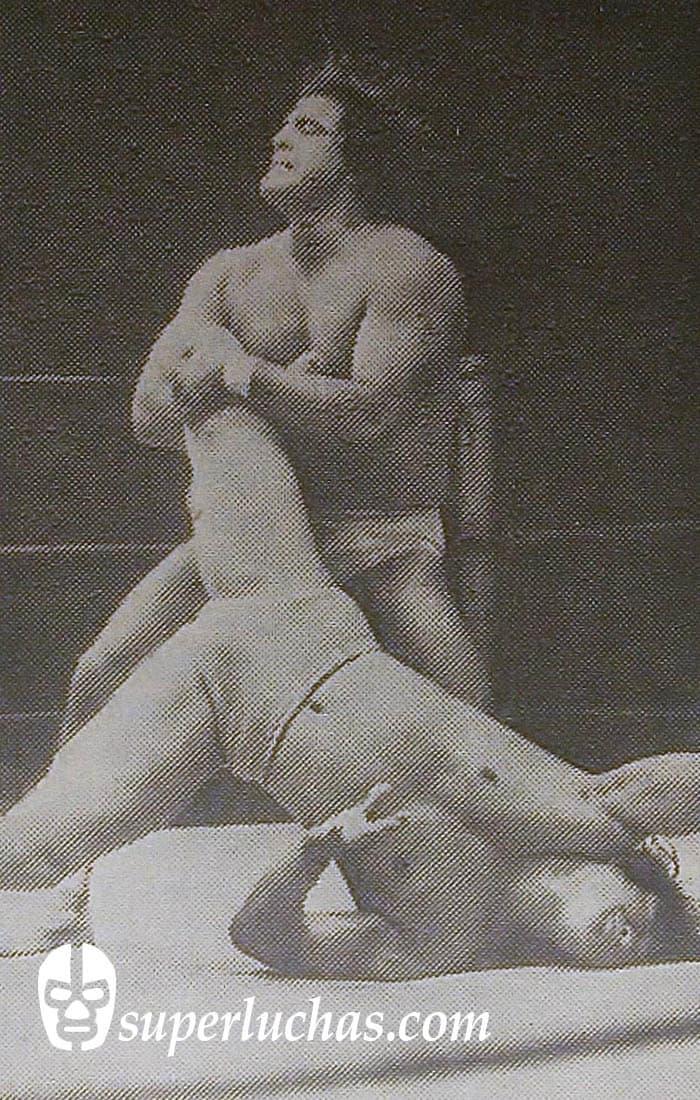 Halcón Ortiz vs. Pak Choo