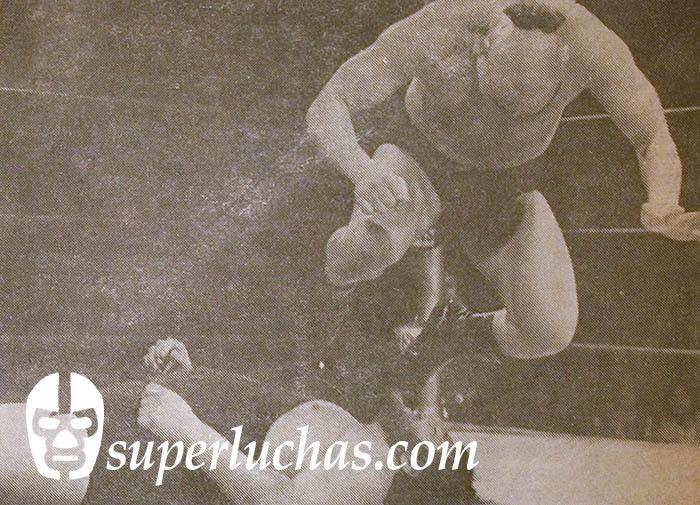 Temojín el Mongol (Masashi Ozawa en New Japan y Killer Khan en WWF) vs. TNT