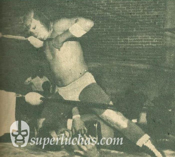Dick Angelo vs. Águila Azteca