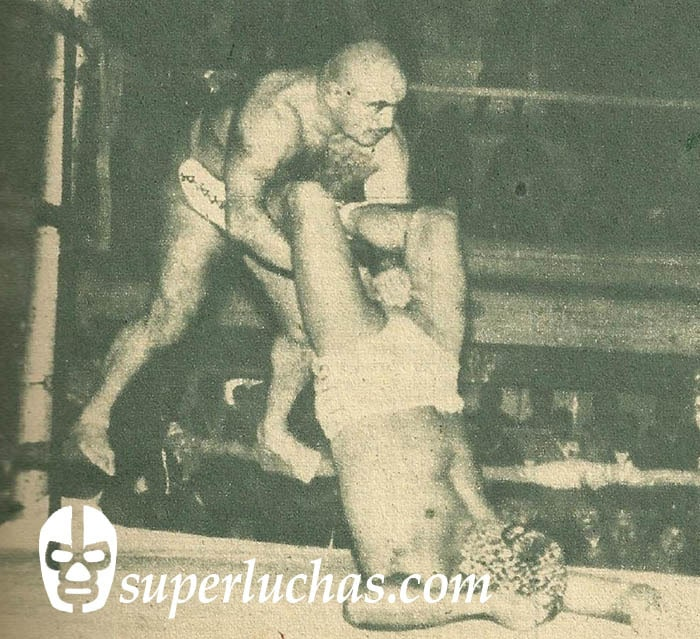 Tito Kopa vs. Caballero Tigre