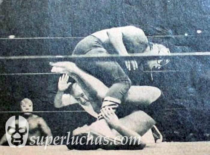 El Halcón vs. Hiro Matsuda