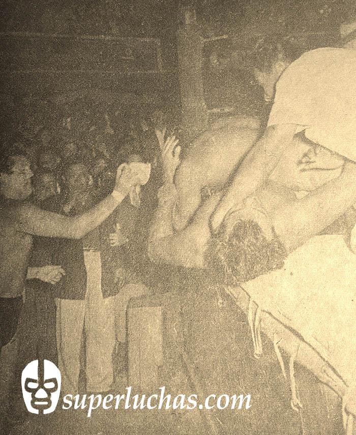 Gori Guerrero vs. Cavernario Galindo