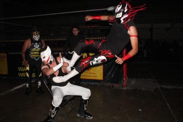 Marvel Black demuestra su poderío ante Kid Lobo.