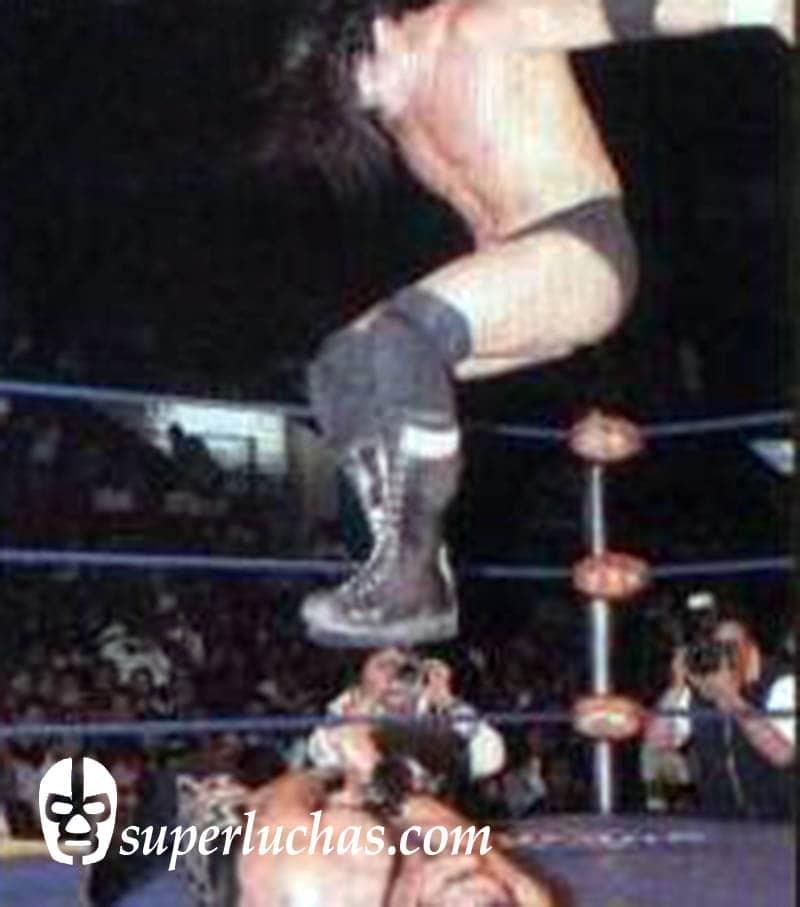 Hijo del Perro Aguayo vs. Universo 2000