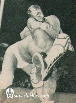 Villano III vs. Perro Aguayo