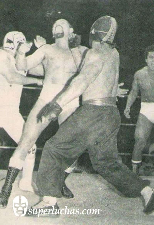 Kung Fu vs. Mocho Cota