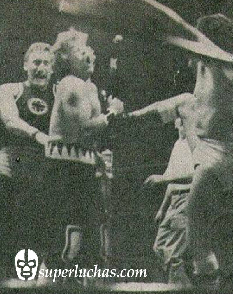 Roy Lancer y El Nazi vs. Chamaco Ortiz