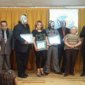 La Asociación Nacional de Locutores reconoce trayectoria de luchadores. 17