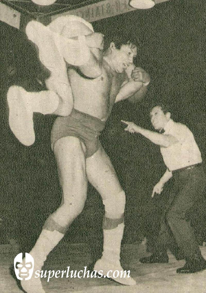 Ray Mendoza vs. Coloso Colosetti