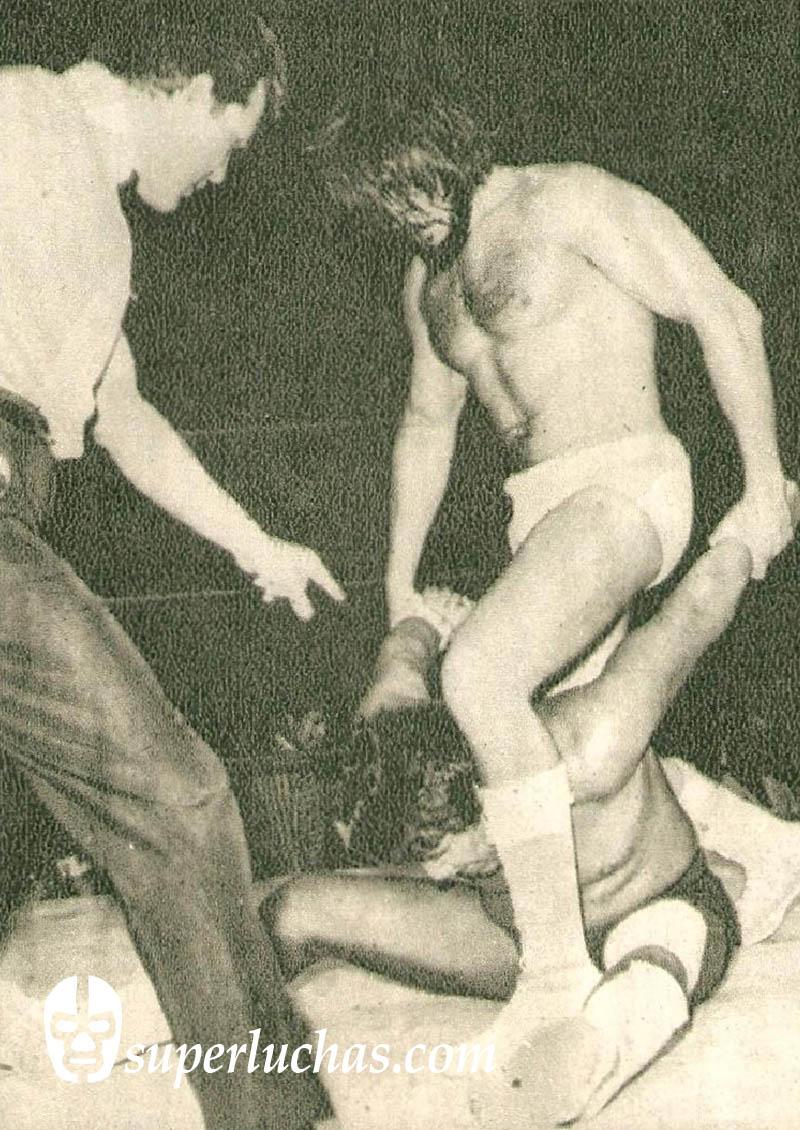 Coloso Colosetti vs. Ray Mendoza