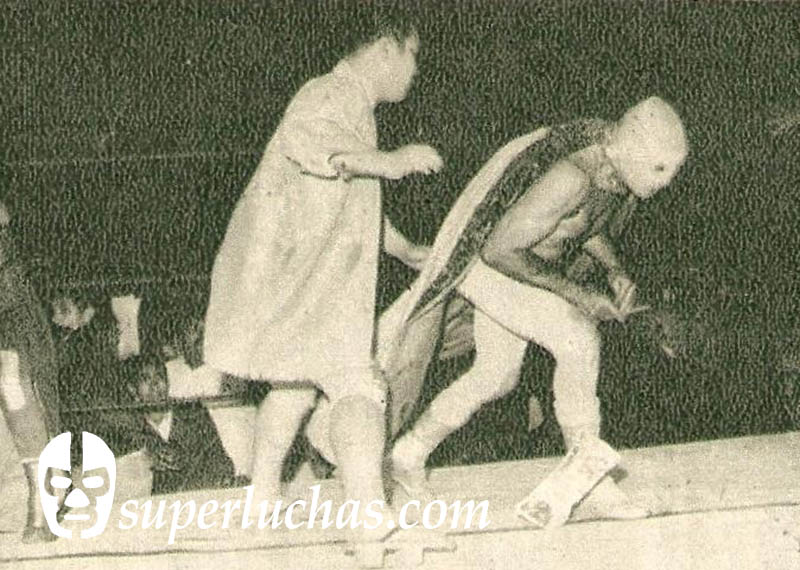 Mr. Koma vs. Santo