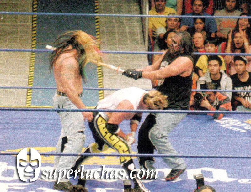 Rey Bucanero vs. Damián 666 y Mr. Águila
