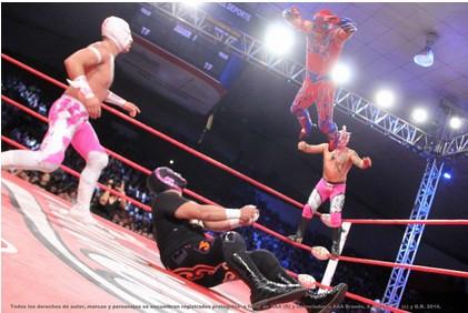 Aerostar vuela sobre sus oponentes / Foto cortesía de Lucha Libre AAA