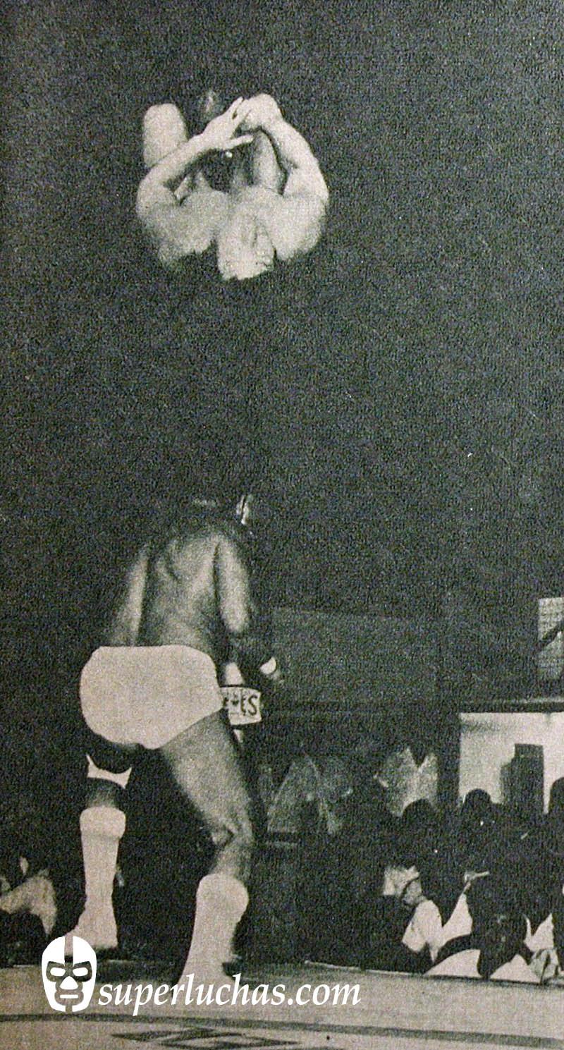 Gran Hamada vs. Ángel Blanco