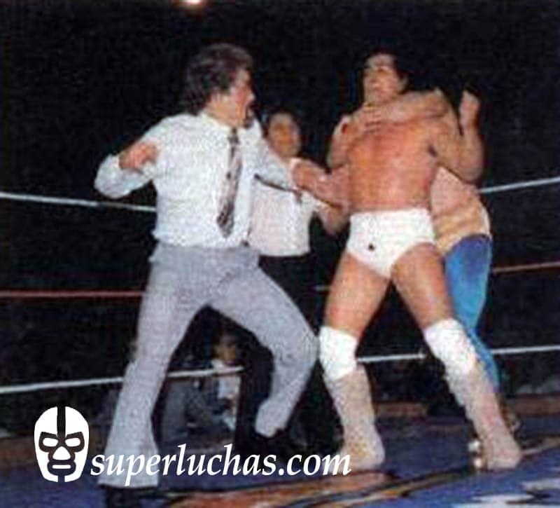 Mocho Cota vs. Perro Aguayo