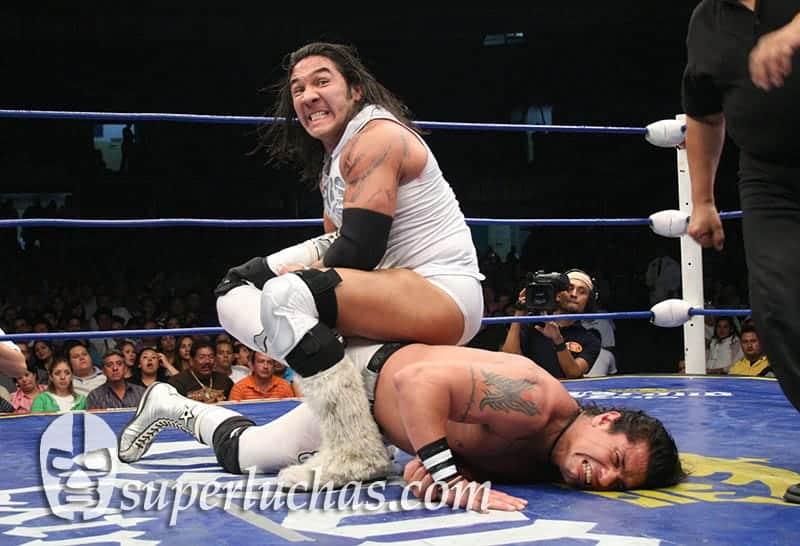 Hijo del Perro Aguayo vs. Heavy Metal