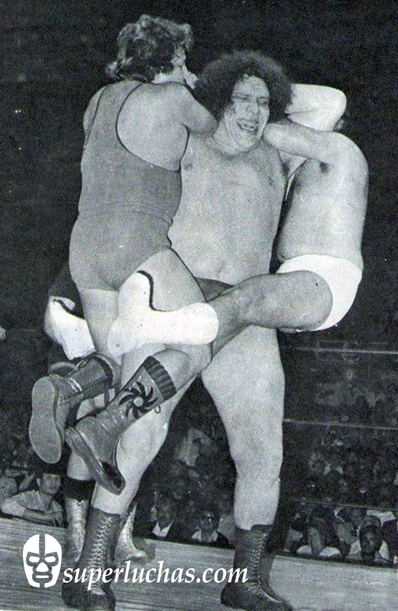 André el Gigante vs. Adorable Rubí y Tony Benetto