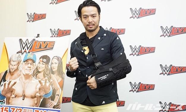Hideo Itami en Japón promoviendo la gira de WWE. 1