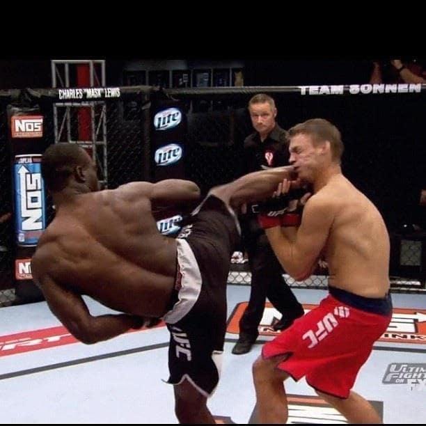 Hall hizo uno de los nocauts más memorables de la historia de UFC