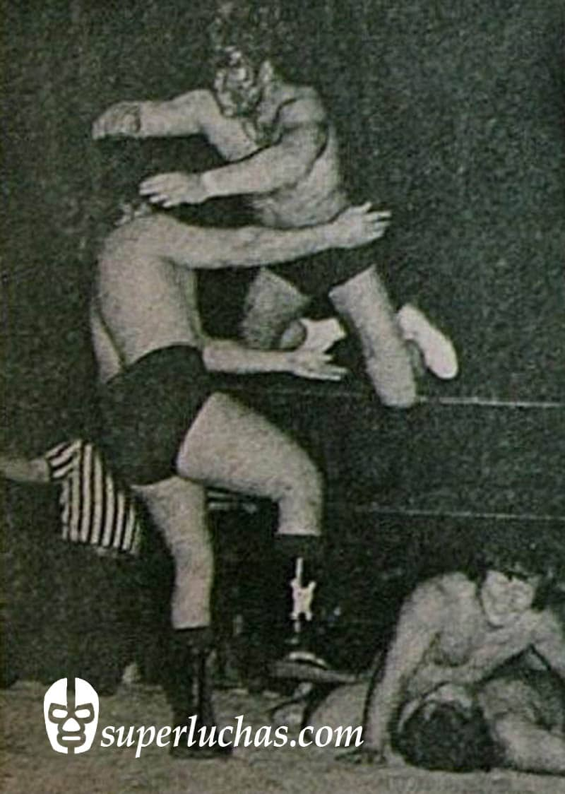 Kuniaki Kobayashi y Gran Hamada vs. El Signo y Texano