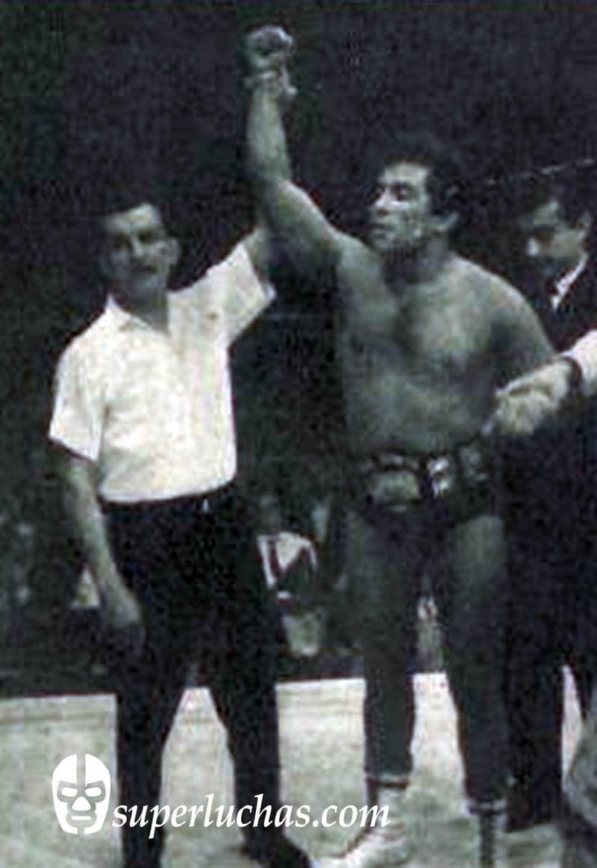 René Guajardo vs. Santo