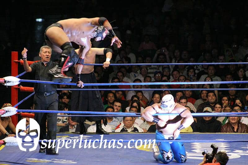 Dragón Rojo Jr. vs. Stuka Jr.