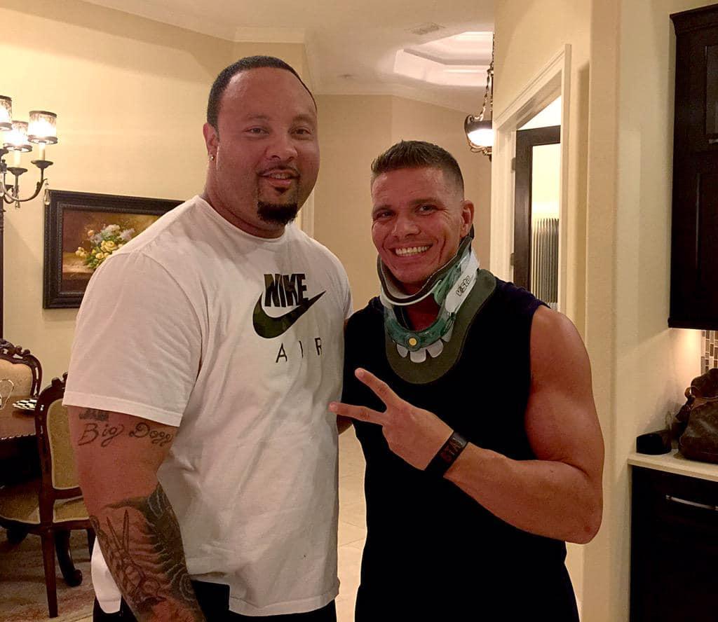 Tyson Kidd con un Cuello Ortopédico tras su lesión en la Médula Espinal (17/06/2015) / Twitter.com/BigJtheBarber