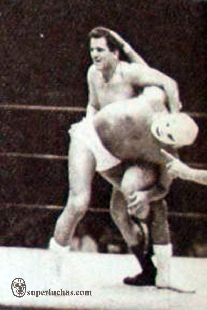 Raúl Reyes vs. Dr. Wagner