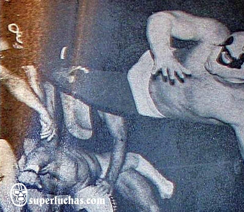 Brazo de Oro y Brazo de Plata vs. The Wrestling I y II