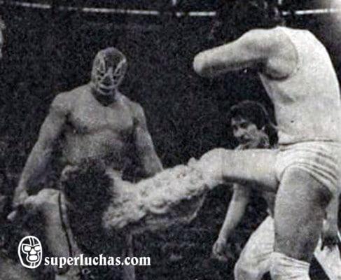 Fishman y Perro Aguayo vs. Enrique Vera y Gran Hamada