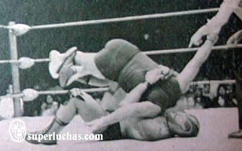 Jerry Estrada vs. Mogur