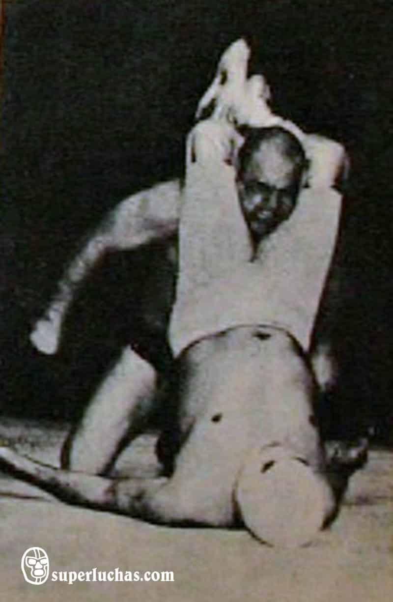 Santo vs. Alfonso Dantés