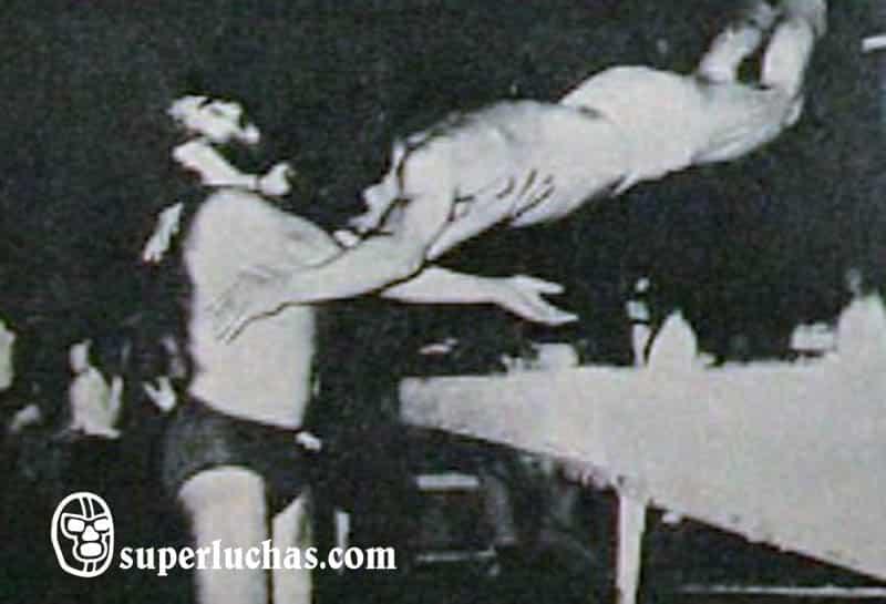 Tony López vs. Iván el Bronco