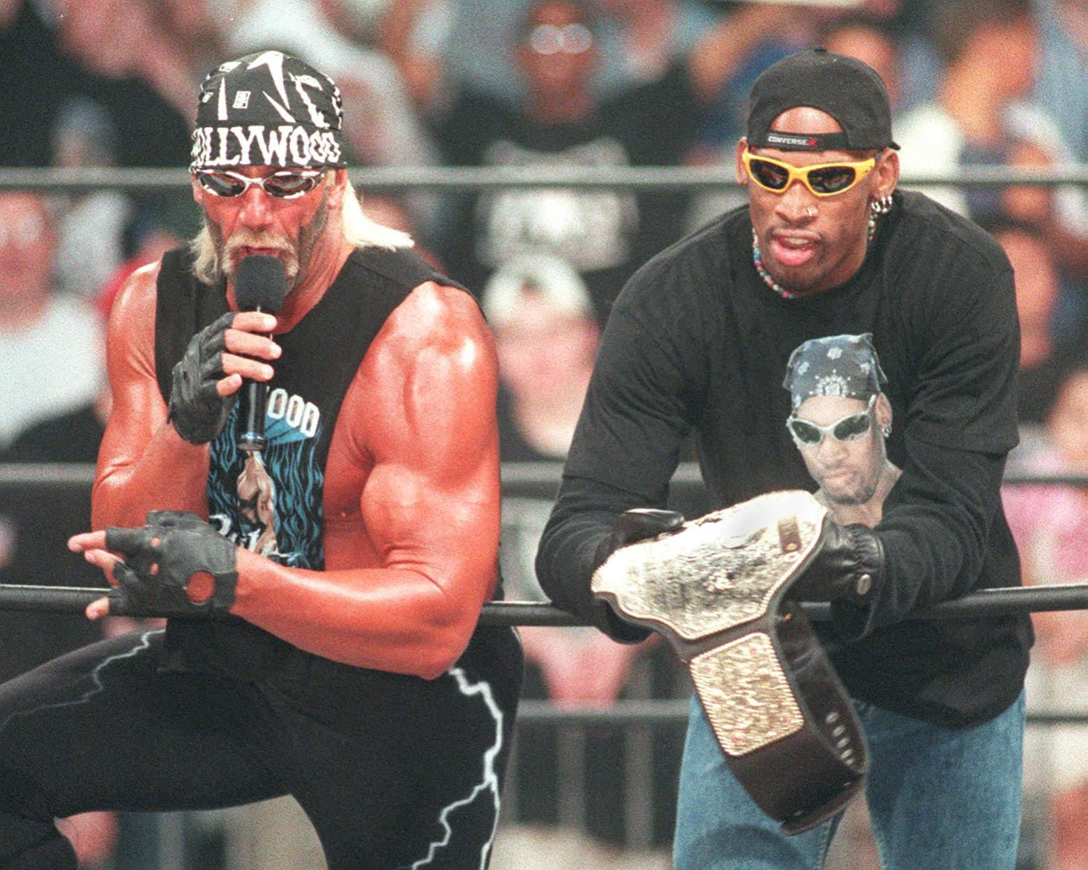 6/15/97--Hollywood Hulk Hogan y Dennis Rodman antes de su lucha ante The Giant y Lex Luther. Photo by Tom Cruze.