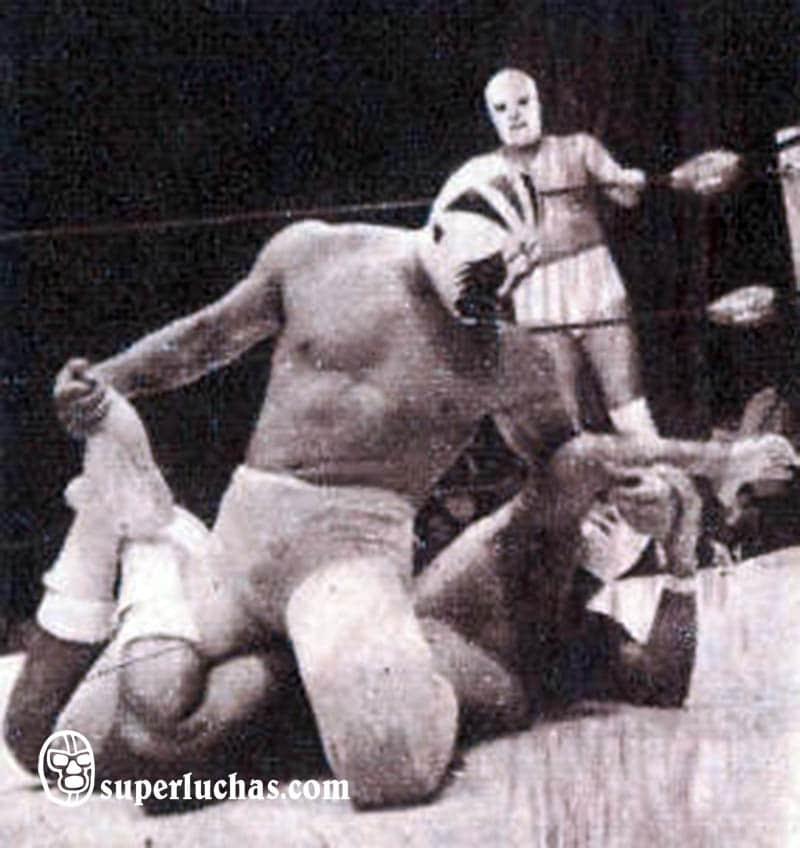 Mil Máscaras vs. Ángel Blanco