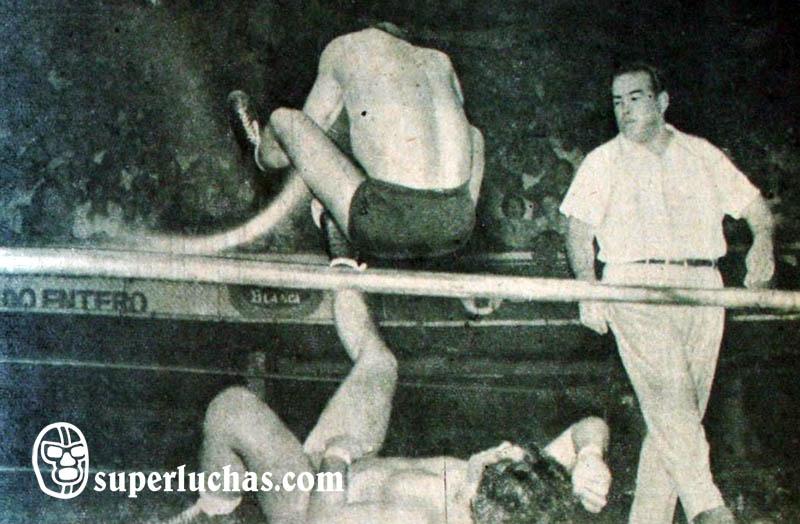 Halcón Negro vs. Cavernario Galindo