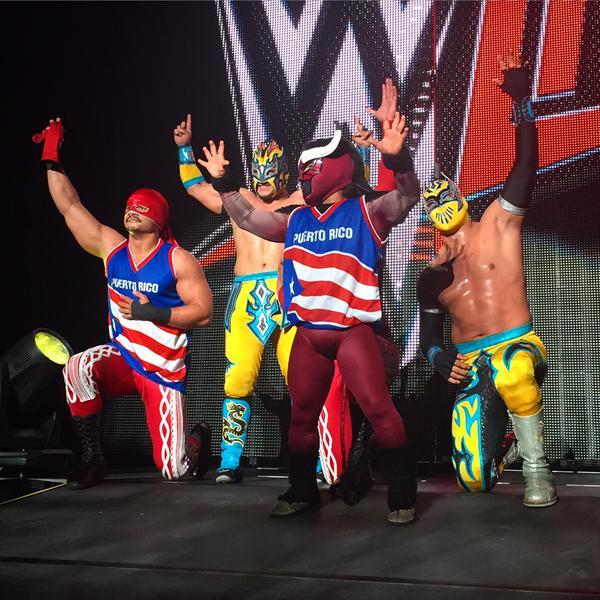 Los Matadores con El Torito junto a Lucha Dragons en Puerto Rico - Twitter @WWE