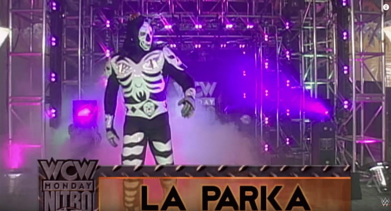 """La Parka vs Randy Savage, uno de los 10 momentos """"shock"""" de WCW Monday Nitro 8"""